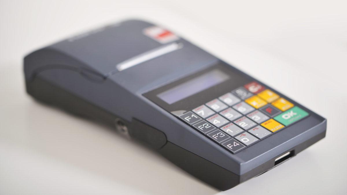 Wykonywanie raportów fiskalnych na kasie rejestrującej
